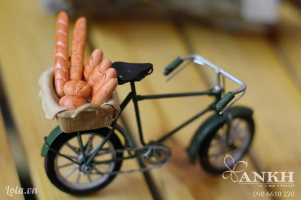 Mô hình xe đạp chở bánh mì xinh xắn