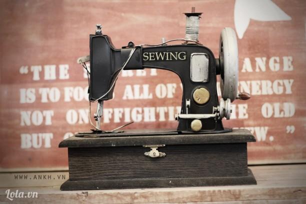 Hộp đựng đồ mô hình máy may cổ điển