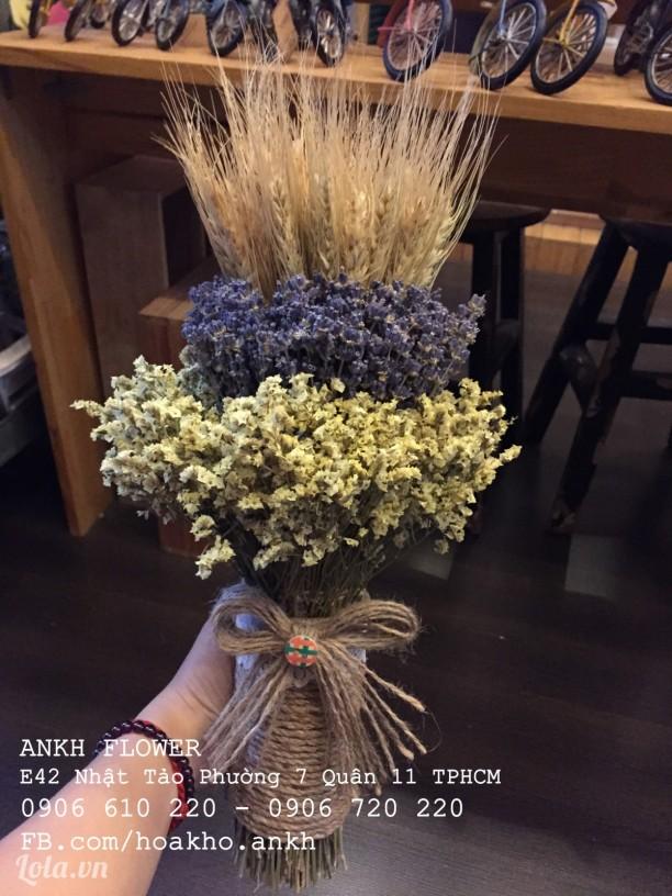 Bó hoa cưới cổ điển cầm tay từ oải hương khô
