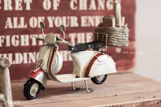 Mô hình xe vespa cổ chở quà