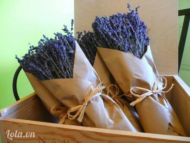 Bó hoa oải hương cổ điển