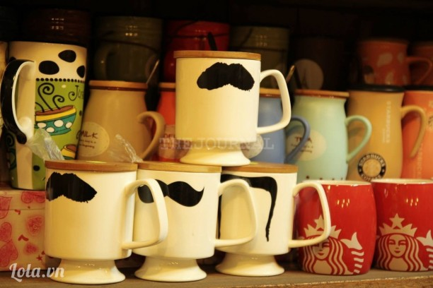 Ly moustache trắng