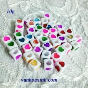 10g Hạt nhựa vuông trắng 7mm vẽ hình trái tim nhiều màu HN19
