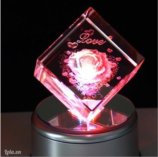 Khối pha lê hoa hồng