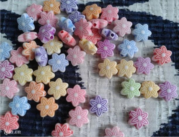 Hạt hoa mai 6 cánh nhỏ 10mm  có  lỗ xỏ đủ màu