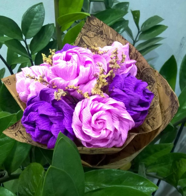 Bó hoa hồng giấy