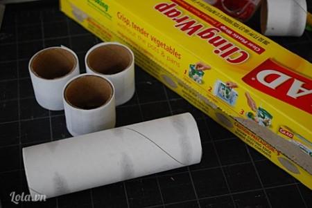 Cắt đoạn ống cuộn giấy ra như trong hình với kích thước bạn mong muốn , trong hình ống được cắt với kích thước 3.5cm