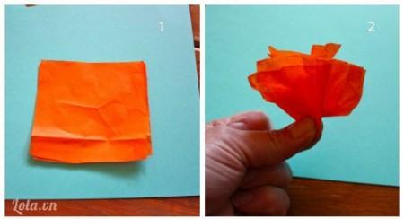 Giấy lụa bạn cắt ra hai hình vuông đặt chồng lên nhau sau đó bạn dúm lại ở giữa như trong hình