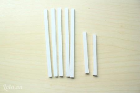 Cắt 3 thanh chữ nhật kích thước 6x12cm, 2 thanh 6x7cm