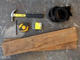 Làm giá để đồ từ dây lưng cũ và gỗ thừa