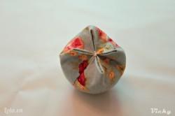 Thực hiện tương tự với 2 mép còn lại là chúng ta đạ có 1 bông hoa tulip xinh xắn rui nhé!