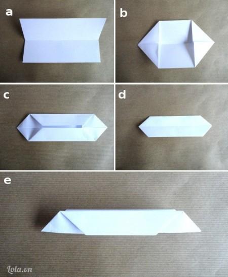 : Với mỗi hình chữ nhật giấy mà chúng ta chuẩn bị cho các cánh hoa, hãy làm theo các bước trong hình ảnh sau đây.