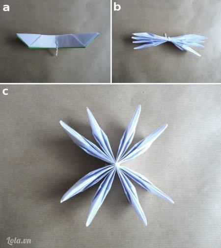 Xếp chồng bốn cánh hoa, lá nhóm trên và buộc chúng bằng một sợi dây, sau đó  chúng ta tách nó ra thành 8 múi như trong hình