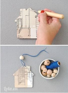 Bạn đục một lỗ trên đầu thanh gỗ luồng sợi dây và hạt châu vào thế là bạn đã có một mô hình nhà ngọt ngào dùng để trang trí rồi đó.
