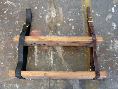 Sau khi đóng xong hai tấm ván, bạn kiểm tra lại các mối nối ở các dây lưng, để đảm bảo độ cân bằng và chắc chắn cho giá treo