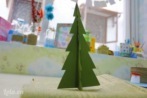 Làm cây thông từ giấy cứng