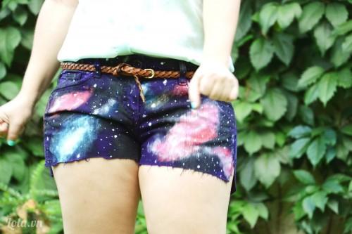 In dải ngân hà lên quần shorts của bạn