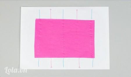 Sau đó bạn dán tờ giấy màu khác lên, tiếp tục lặp lại b3 và b4 cho đến khi có các lớp giấy bạn cần