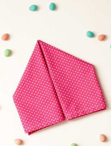 Gấp 2 góc vào nhau tạo thành một tam giác