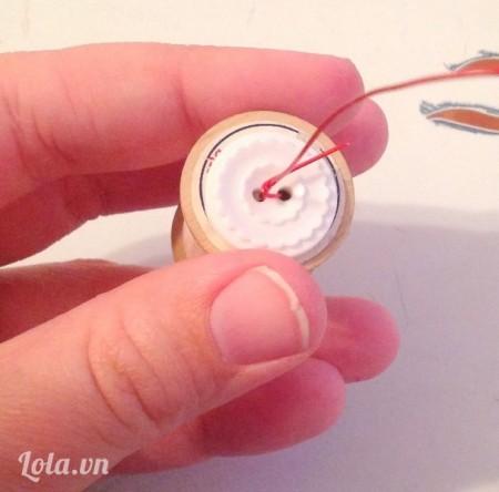 Quắn buộc chặt dây lại làm nút thắt
