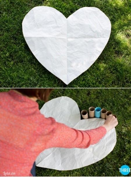 Đặt các ống giấy (hoặc nhựa) của bạn xung quanh chu vi của hình mẫu (hình trái tim của mình).