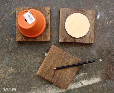 Bạn làm tương tự như vậy với các miếng ván gỗ khác. Hiện tại mình sẽ làm giá để ba tầng nên mình có ba miếng như trong hình