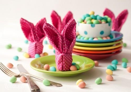 Cách xếp khăn ăn hình chú thỏ