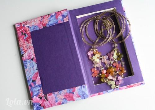 Làm hộp đựng đồ trang sức từ sách cũ