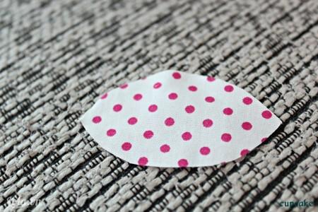 Cắt vải hoa thành 7 mảnh như hình bên nha.