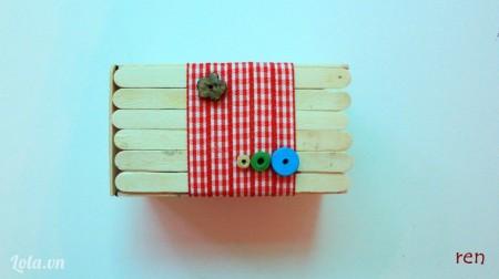 Trang trí thêm các hạt gỗ màu nữa nha
