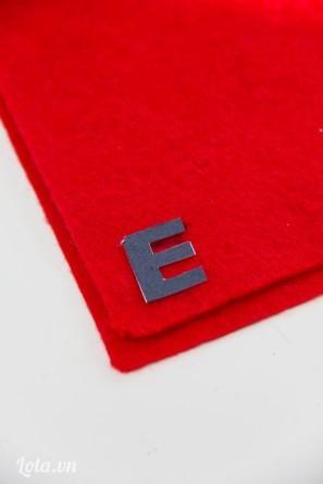 Cắt chữ cái cần làm từ vải nỉ ra