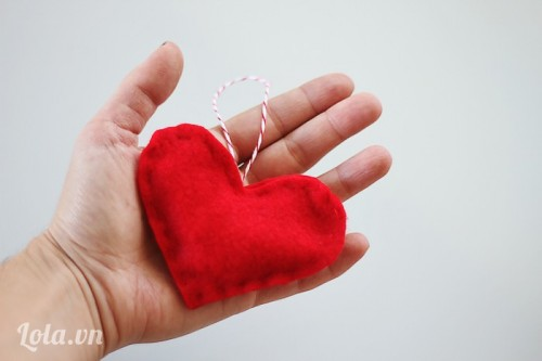 Làm bông treo hình trái tim