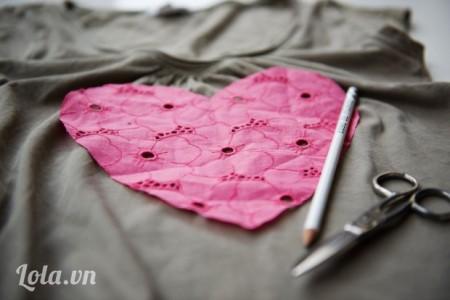 Vẽ và cắt hình trái tim ra từ ren