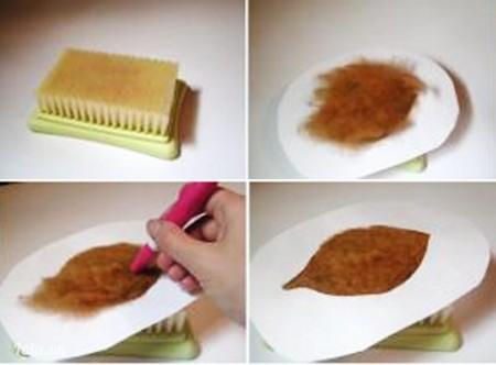 Đặt bàn chải ở phía dưới rồi đến tờ giấy mẫu hình chiếc lá. Tiếp đến phủ len lên trên rồi bắt đầu dùng kim chọc theo mẫu lá.