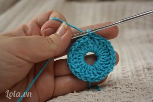 Tập móc len làm vòng tròn đơn giản