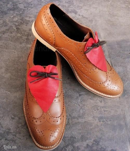 Cho đôi giày xinh thêm bắt mắt với trái tim hồng