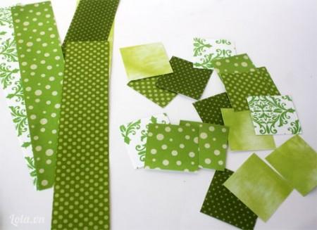 Cắt giấy ra thành những miếng vuông đủ để bao các ghim kẹp