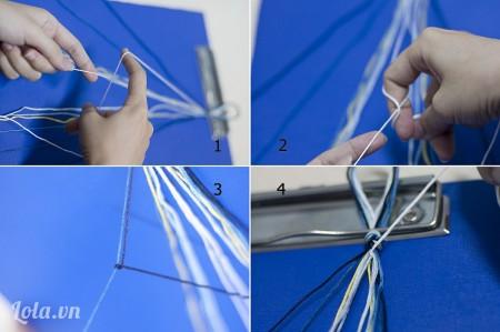 (Click vào hình để xem hình ảnh phóng to nhé) Thực hiện các bước thắt nút đầu tiên như trong hình. Lấy tay trái giữ 1 cụm chỉ thêu, tai phải cầm cụm chỉ màu bên cạnh và thực hiện việc thắt nút.