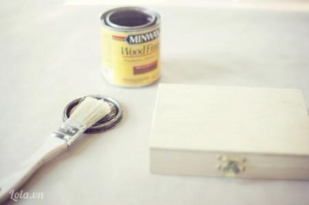 Bạn sơn hộp gỗ theo màu yêu thích của mình