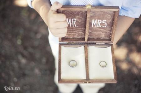 Cho đôi nhẫn cưới vào để thể hiện tình và chuẩn bị cho ngày trong đại nào