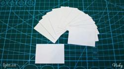 Cắt giấy trắng thành các mảnh nhỏ kích thước 3.5*5cm