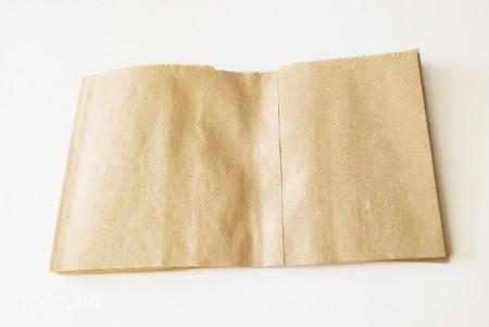 Cắt giấy làm các hình chữ nhật có kích thước 8x12 cm
