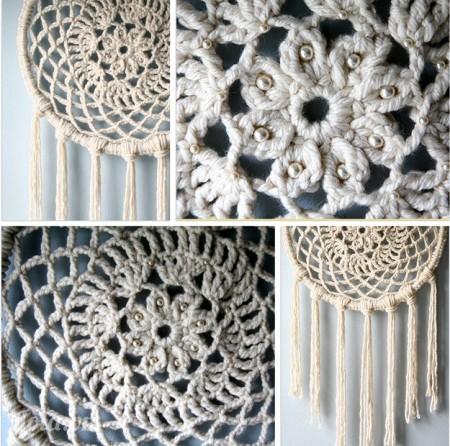 Gắn phần hoa văn đó lên khung tròn và đính hạt kim sa lên như hình. Như vậy là bạn đã hoàn thành một chiếc bùa ngủ ngon bằng len và vải ren cực kì độc đáo rồi đấy