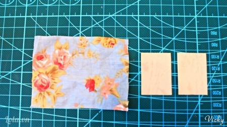 Cắt 1 mảnh vải hoa và 2 mảnh bìa cứng kích thước 2.5*3.5cm
