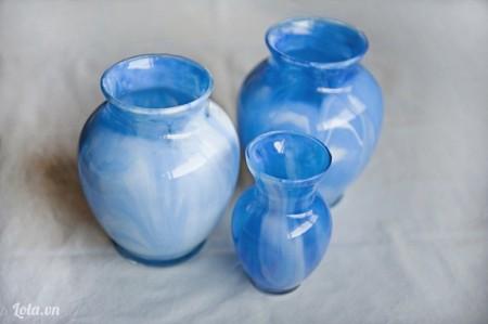sau khi đã dốc hết sơn còn sót lại , thì bạn đặt chai thẳng đứng và đợi khô trong vài ngày, trước khi cho nước vào nhé. Nhìn chiếc bình của bạn rất đẹp mắt