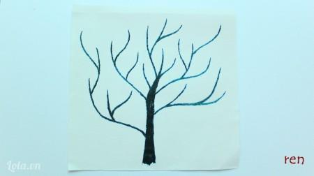 Dùng màu tô toàn bộ thân cây