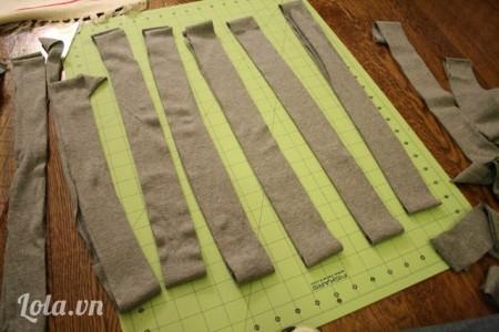 Cắt vải ra thành 24 đoạn dài có kích thước 90 X 5 cm