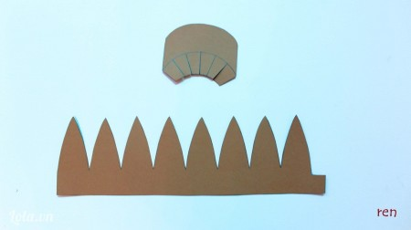 Cắt theo các hình đã vẽ, mảnh nhỏ để làm mũi còn mảnh to dùng làm thân mũ.