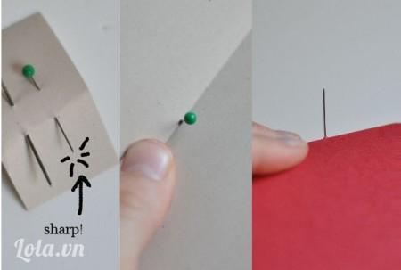 Dùng kim đục 3 lỗ trên giấy