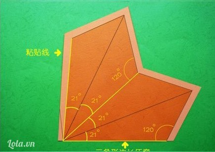 Dùng bút vẽ lên giấy bìa theo mẫu như hình bên.